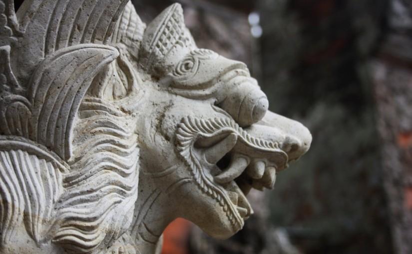 Sculpture Nâga dans une fontaine à Bali