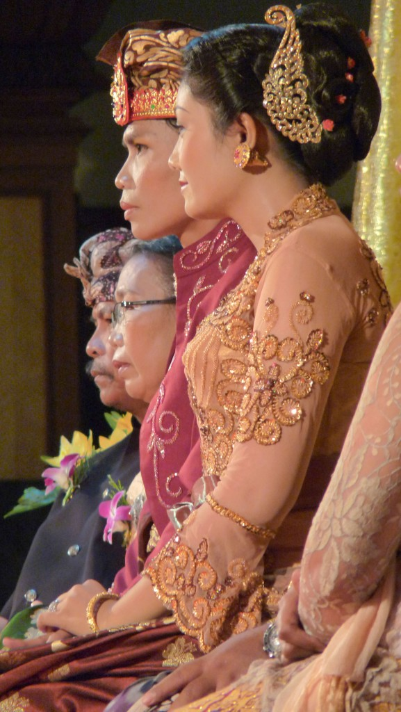 Costumes traditionnels de mariage