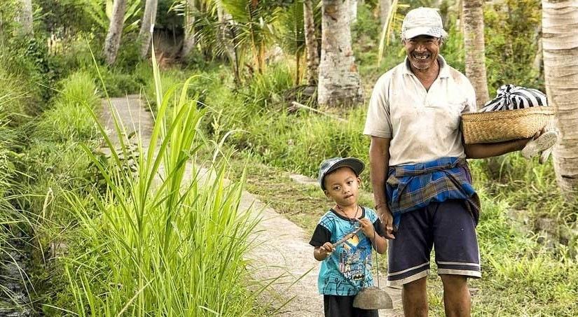 Un père et son fils à Bali