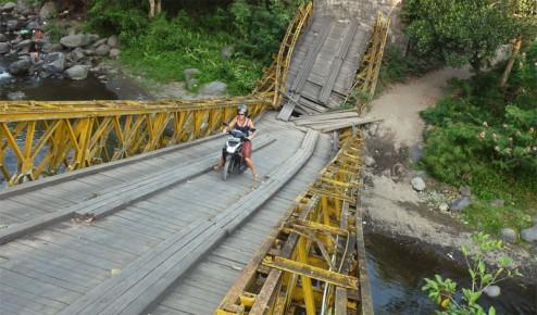 Bali routes et chemins peu pratiquables en scooter automatique